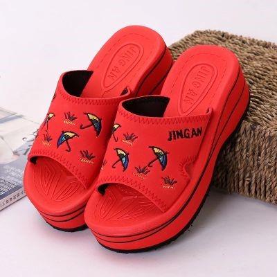 红色厚底鞋 泡沫经典红色夏季女拖加厚底沙滩拖鞋高跟坡跟松糕防水台女凉拖鞋_推荐淘宝好看的红色厚底鞋