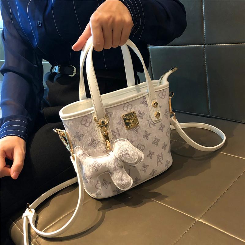 女式真皮手提包 香港代购真皮女包2021新款洋气水桶包百搭小包包手提单肩斜挎包潮_推荐淘宝好看的女真皮手提包