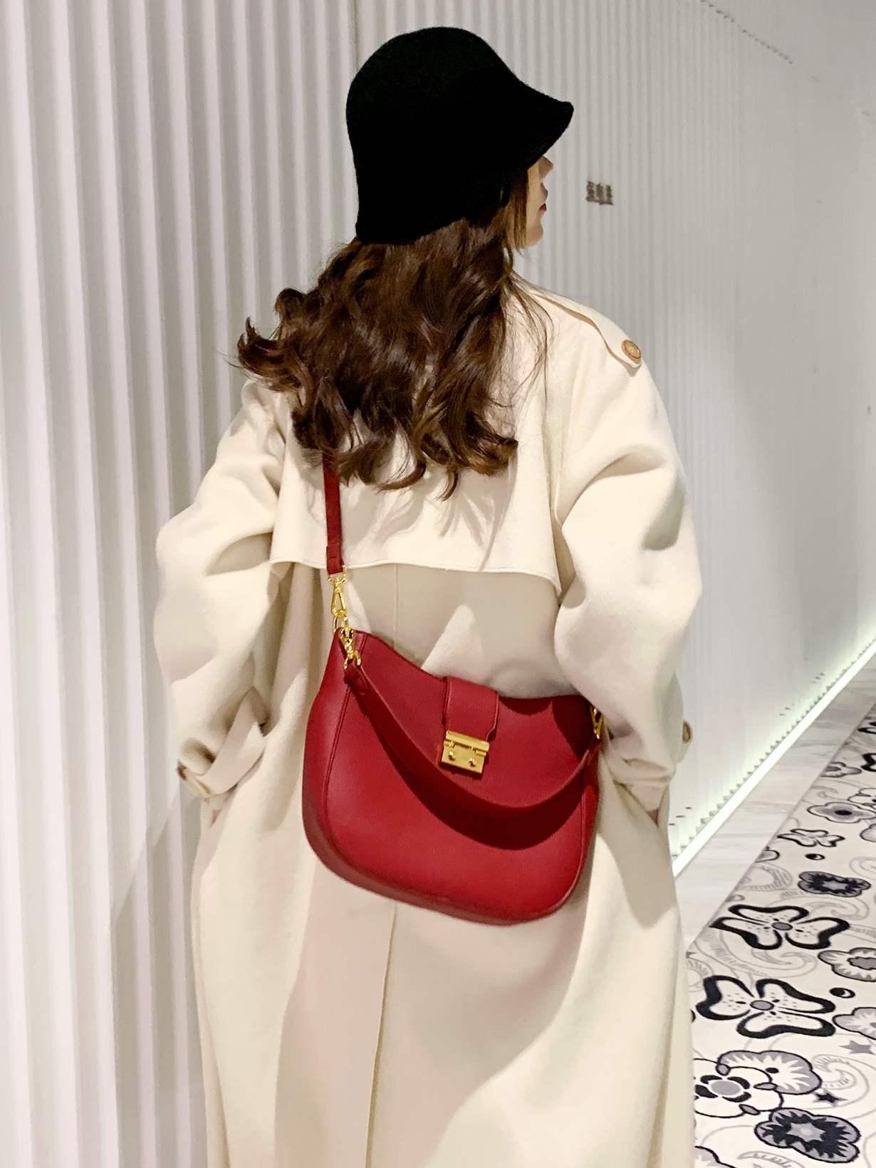 红色水桶包 腋下新款手提东胜红色大容量水桶包包女2021时尚百搭斜挎单肩包婚_推荐淘宝好看的红色水桶包