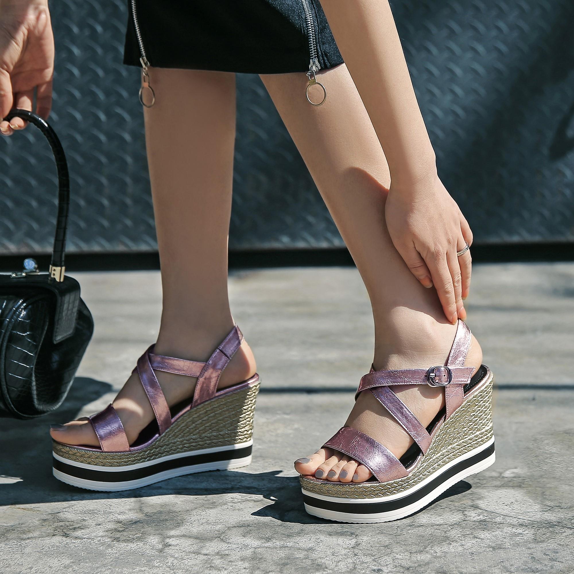 紫色罗马鞋 2021夏新款超高跟厚底真皮交叉带罗马凉鞋坡跟松糕底露趾紫色女鞋_推荐淘宝好看的紫色罗马鞋