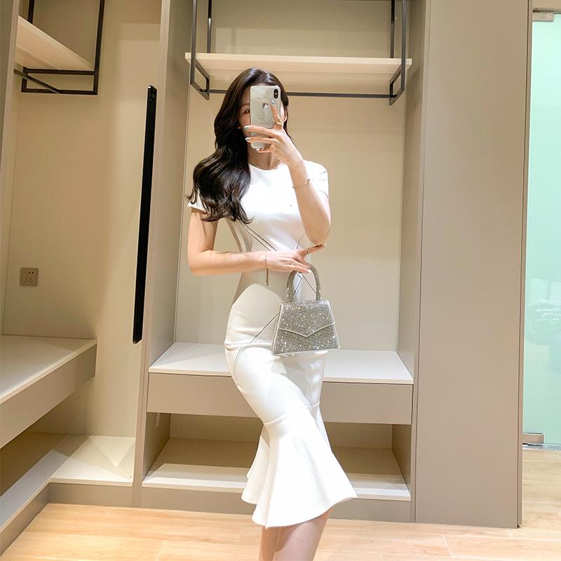 白色修身连衣裙 温柔风白色连衣裙2021夏季新款气质大方修身短袖包臀鱼尾裙小白裙_推荐淘宝好看的白色修身连衣裙