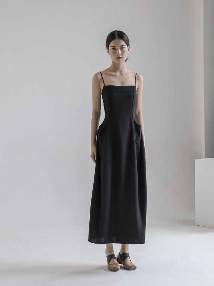 黑色连衣裙 黛黑色高级感连衣裙女显瘦法式吊带裙子 复古气质款长裙轻奢设计_推荐淘宝好看的黑色连衣裙