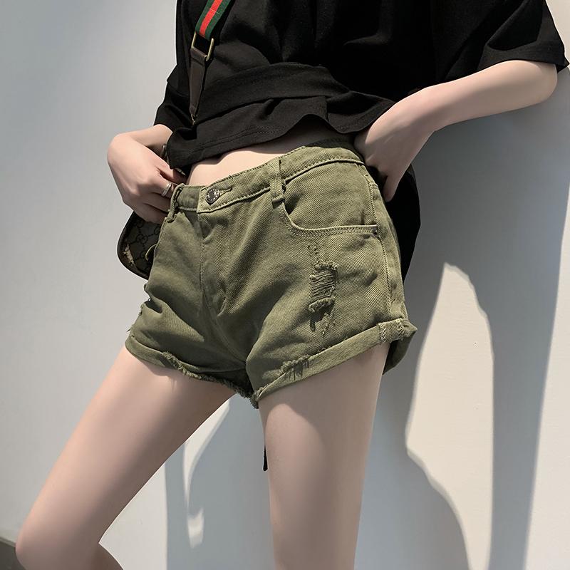 绿色牛仔裤 2021新款女装洋气夏季牛仔短裤薄款抓痕低腰裤子百搭军绿色热裤潮_推荐淘宝好看的绿色牛仔裤