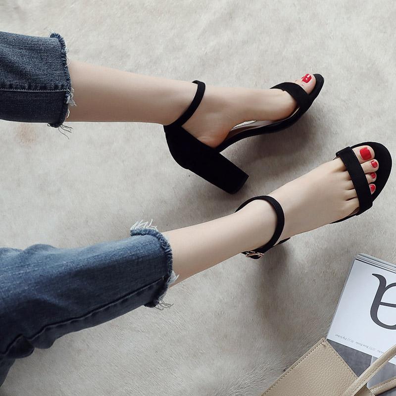 黑色鱼嘴鞋 凉鞋女中跟2021夏季新款欧美一字带粗跟黑色绒面百搭露趾高跟女鞋_推荐淘宝好看的黑色鱼嘴鞋