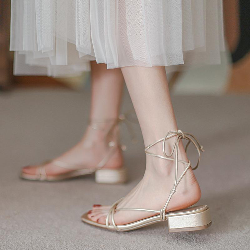 平跟罗马凉鞋 绑带凉鞋女韩版2021年新款夏季仙女风平底平跟夏天罗马沙滩鞋子_推荐淘宝好看的女平跟罗马凉鞋