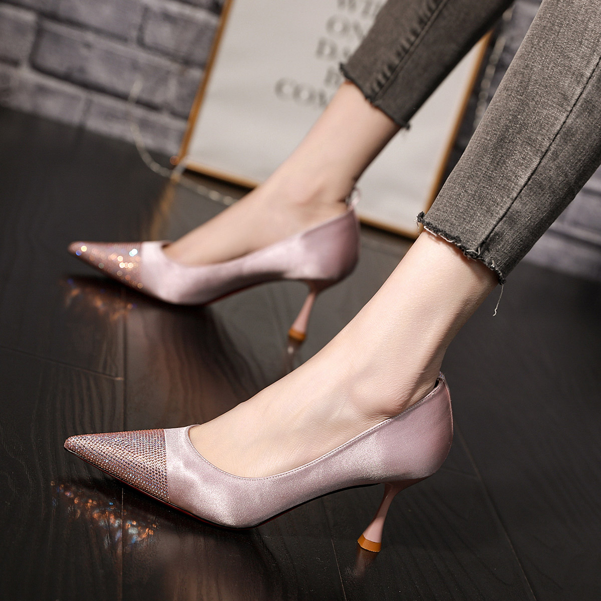 粉红色高跟鞋 小香风高跟鞋女细跟2020新款百搭性感气质女鞋水钻粉红色尖头单鞋_推荐淘宝好看的粉红色高跟鞋