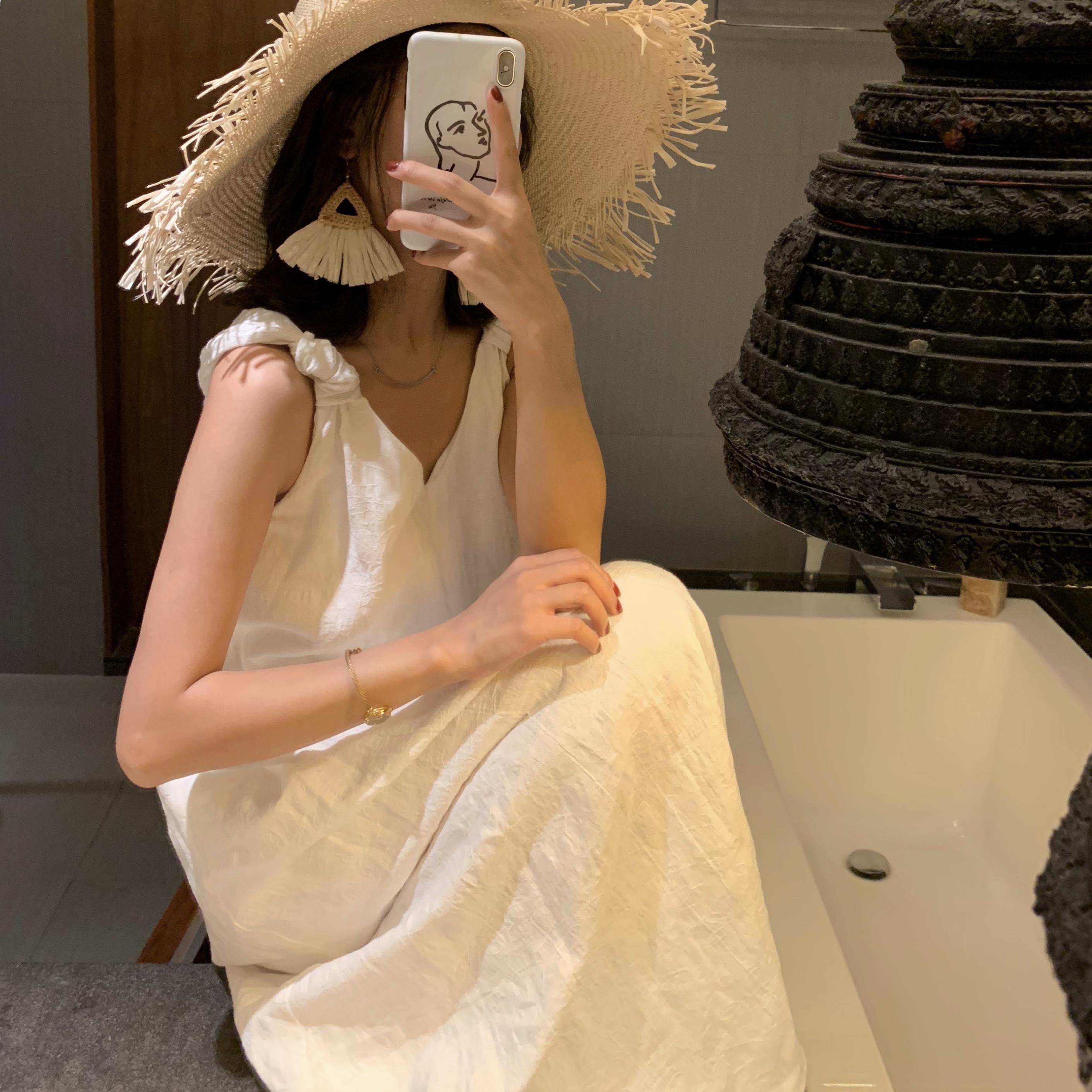 白色连衣裙 dressholic 超美海边度假风白色棉麻提花v领吊带仙女连衣裙夏季_推荐淘宝好看的白色连衣裙