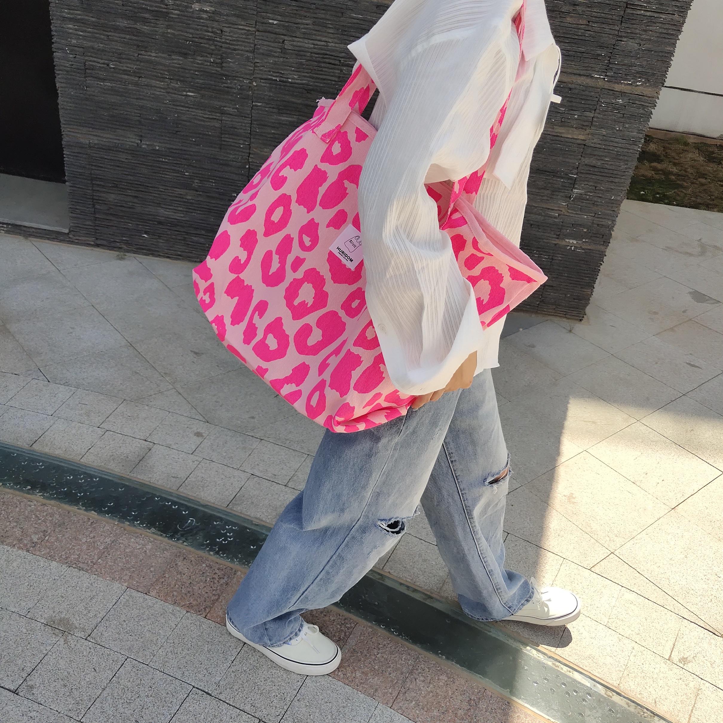 粉红色帆布包 韩国东大门新款粉红色豹纹大容量托特包动物纹帆布包女单肩手提包_推荐淘宝好看的粉红色帆布包