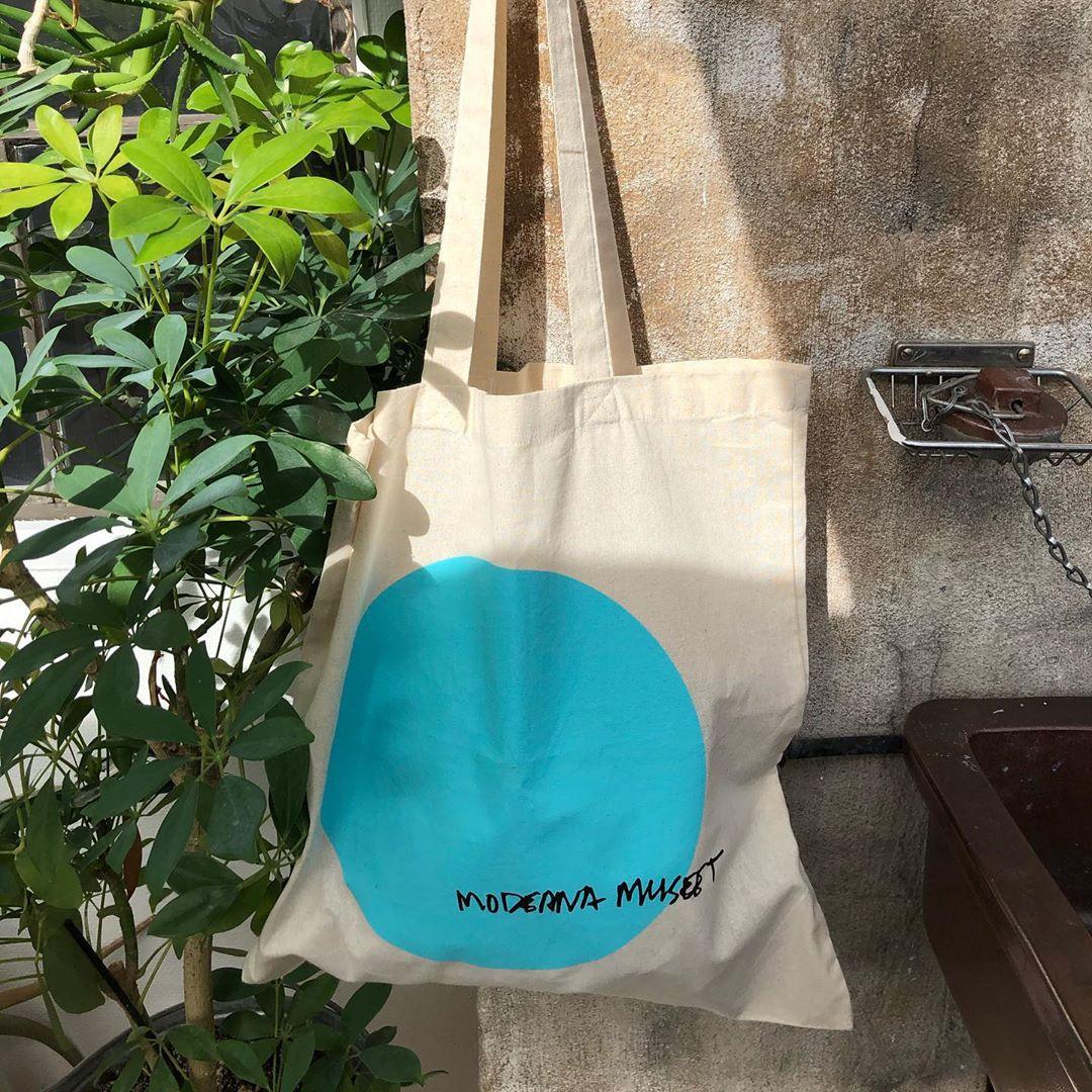 紫色帆布包 斯德哥尔摩当代美术馆托特包 蓝色紫色轻薄帆布袋 Moderna Museet_推荐淘宝好看的紫色帆布包