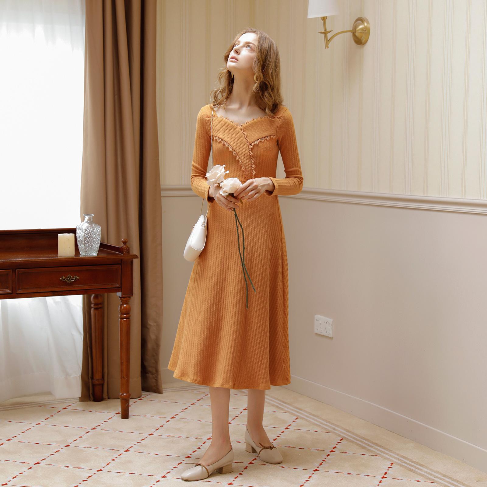 黄色连衣裙 M Queen 显白姜黄色法式花边拼接长袖连衣裙秋女打底长裙子8613_推荐淘宝好看的黄色连衣裙