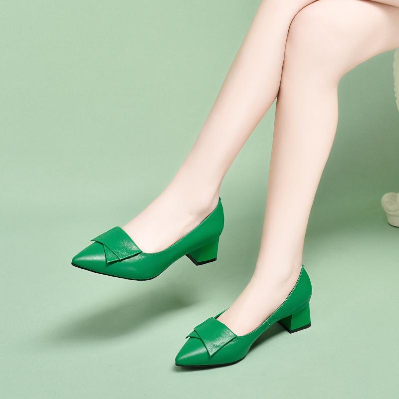 绿色单鞋 单鞋2020爆款粗跟春秋季绿色真皮女鞋夏季新款百搭中跟浅口小皮鞋_推荐淘宝好看的绿色单鞋