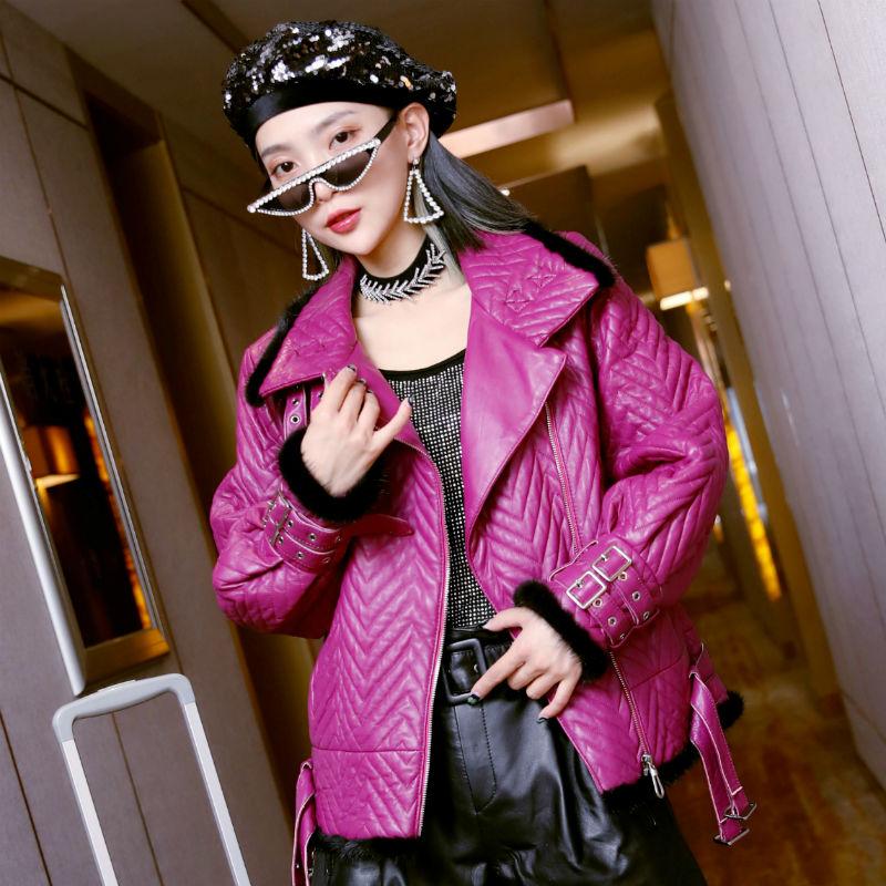 紫色皮衣 短外套女秋冬新款绵羊皮加棉皮衣真皮紫色皮夹克貂毛边修身机车服_推荐淘宝好看的紫色皮衣