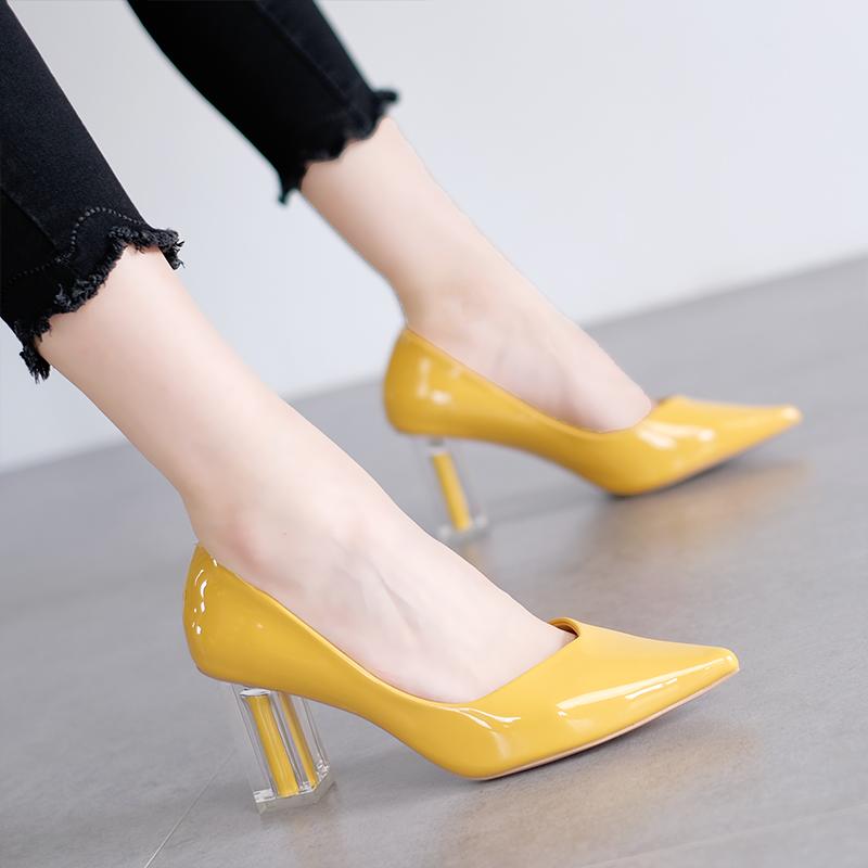 黄色高跟鞋 韩版时尚尖头气质网红高跟鞋粗跟浅口漆皮尖头黄色职业OL女鞋单鞋_推荐淘宝好看的黄色高跟鞋