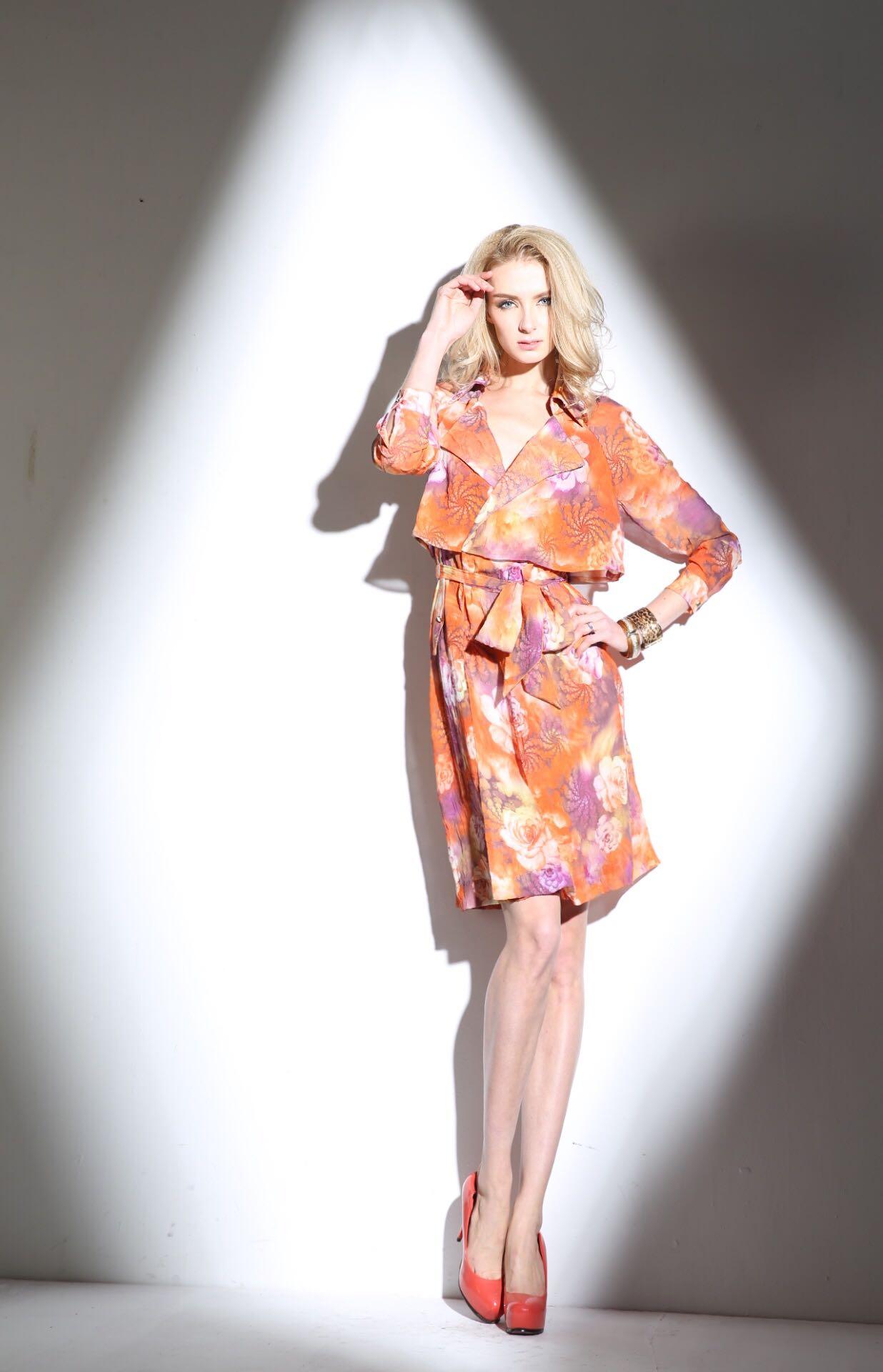 时尚雪纺连衣裙 欧位2020春夏新款绒面雪纺印花时尚女人显瘦风衣式连衣裙_推荐淘宝好看的时尚雪纺连衣裙