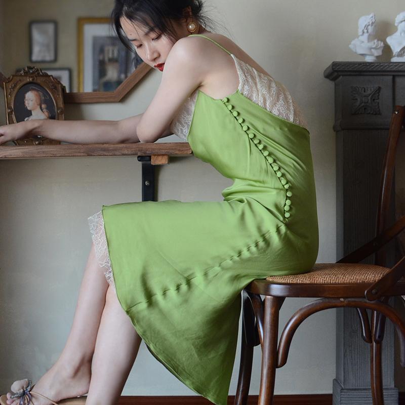 绿色连衣裙 GreyGarden自制 知情识趣 古典排扣绿色修身小众吊带复古连衣裙_推荐淘宝好看的绿色连衣裙