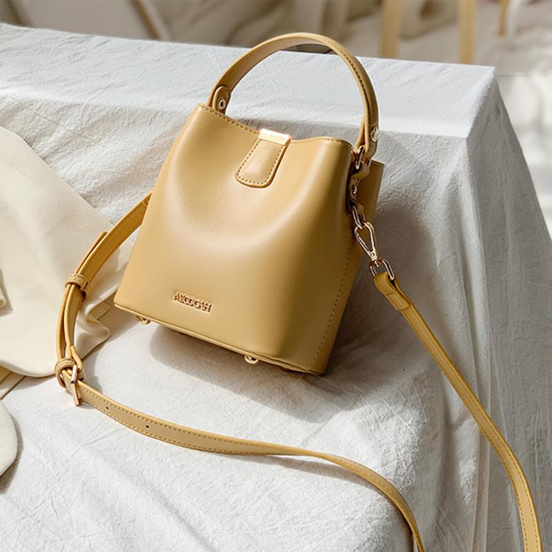 黄色水桶包 斜挎包女春夏天奶黄色包包水桶包2021年新款设计感小包百搭高级感_推荐淘宝好看的黄色水桶包