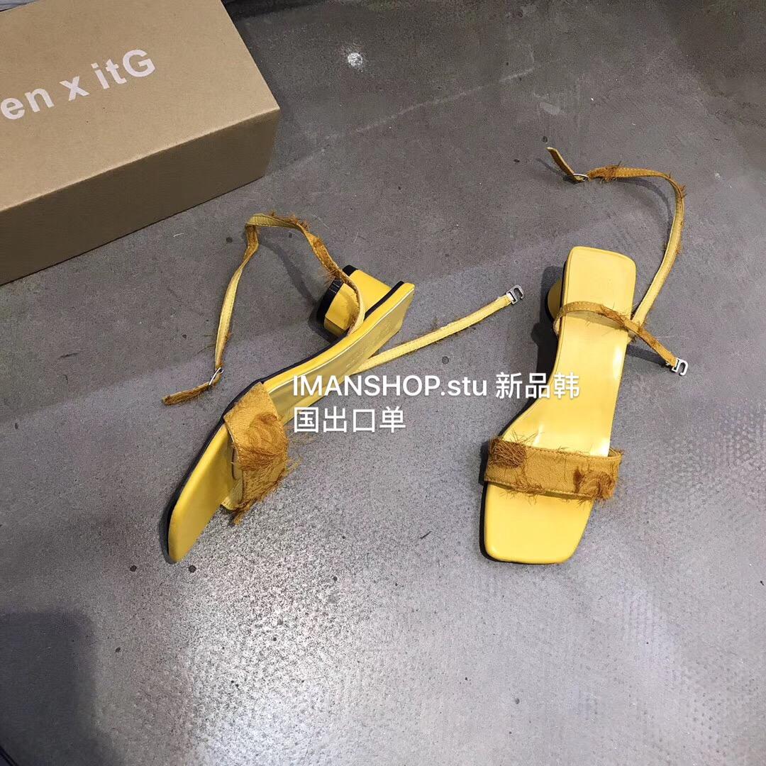 黄色凉鞋 推推推~版型敲棒! QUEEN 韩国| ins时髦 亮色黄色粗跟一字扣凉鞋_推荐淘宝好看的黄色凉鞋