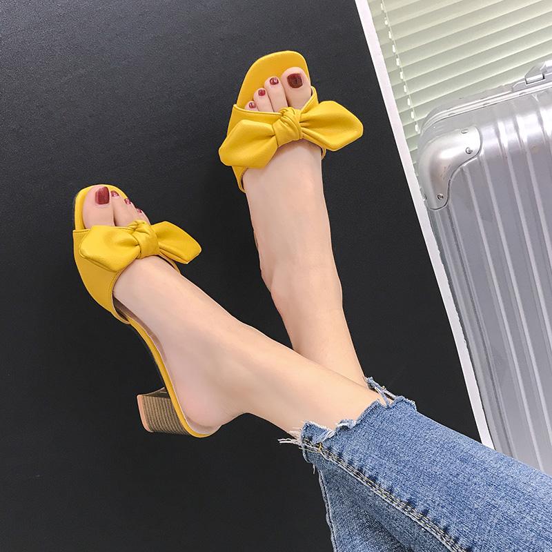 黄色鱼嘴鞋 黄色蝴蝶结粗跟拖鞋女韩版夏季露趾方头中高跟鞋时尚外穿一字凉拖_推荐淘宝好看的黄色鱼嘴鞋