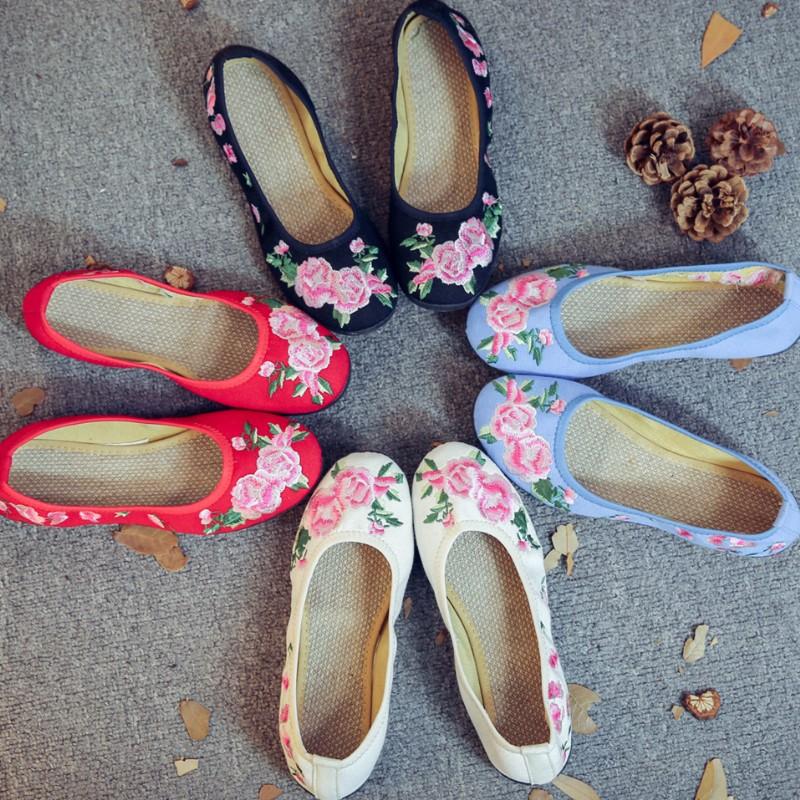 粉红色平底鞋 女生春夏新款粉红色桃花绣花平底软底婚礼单布鞋 广场舞蹈女单鞋_推荐淘宝好看的粉红色平底鞋