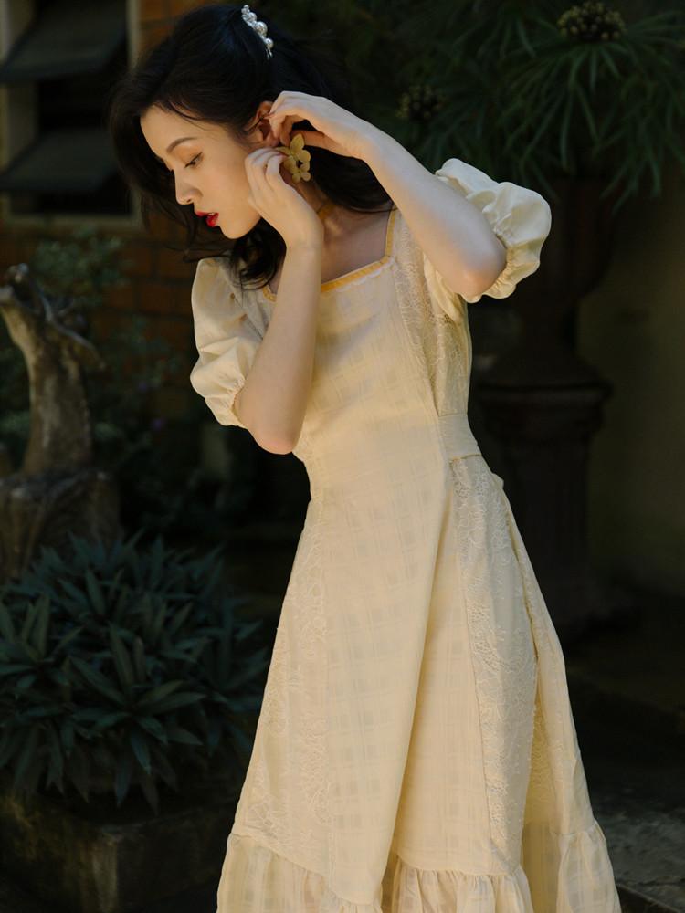 黄色连衣裙 夏法式别致设计感小众方领可盐可甜淡黄色连衣裙泡泡袖温柔风长裙_推荐淘宝好看的黄色连衣裙