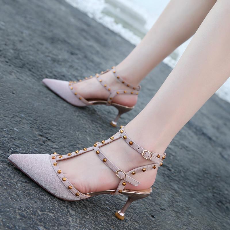 粉红色高跟鞋 时尚铆钉粉红色尖头高跟鞋细跟T带包头中跟凉鞋女搭扣夏潮白色6cm_推荐淘宝好看的粉红色高跟鞋