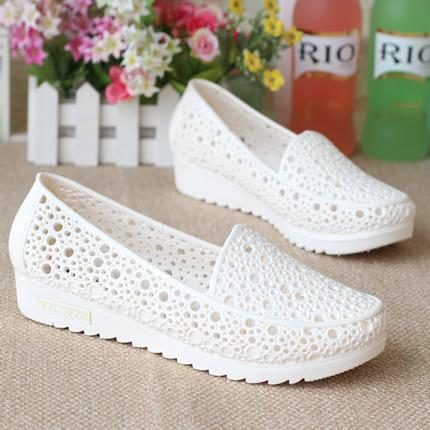 白色平底鞋 超软白色凉鞋镂空鸟巢洞洞鞋夏季平底防滑护士鞋凉鞋妈妈鞋工作鞋_推荐淘宝好看的白色平底鞋