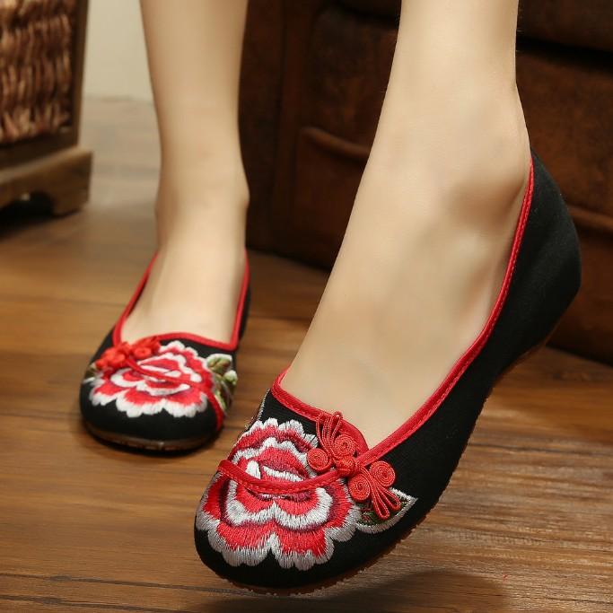 红色坡跟鞋 2021新款绣花鞋坡跟内增高老北京女布鞋妈妈鞋本命年红色浅口单鞋_推荐淘宝好看的红色坡跟鞋
