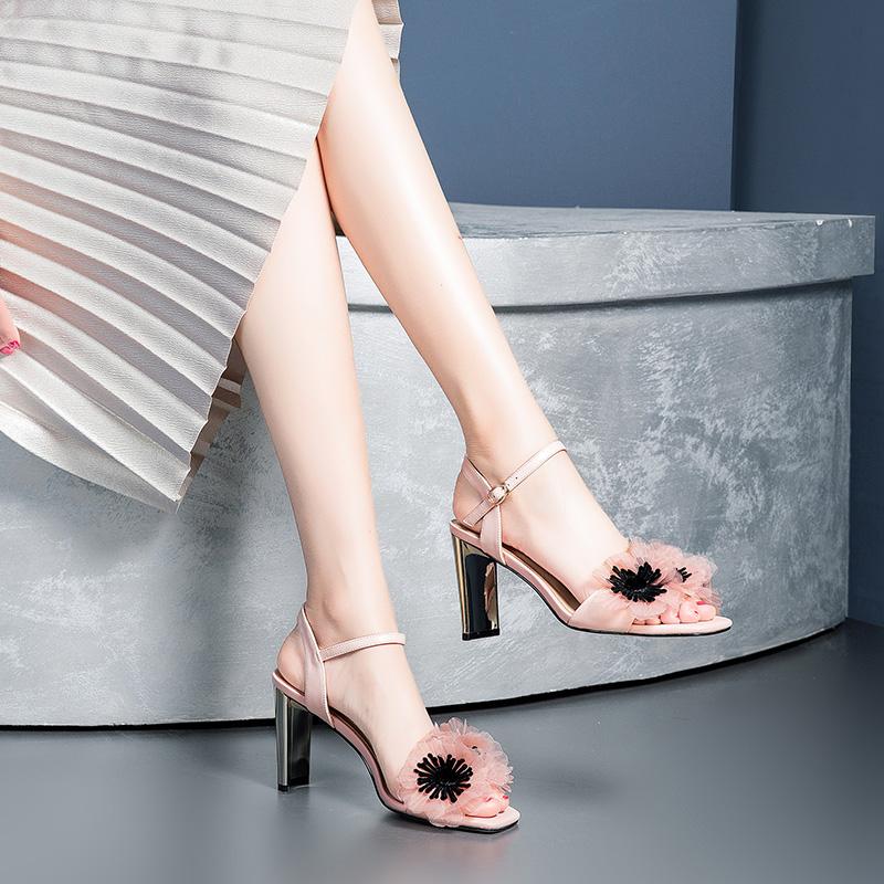 粉红色凉鞋 2018夏季新款粉红色粗跟露趾真皮时尚甜美花朵凉鞋少仙女士高跟鞋_推荐淘宝好看的粉红色凉鞋