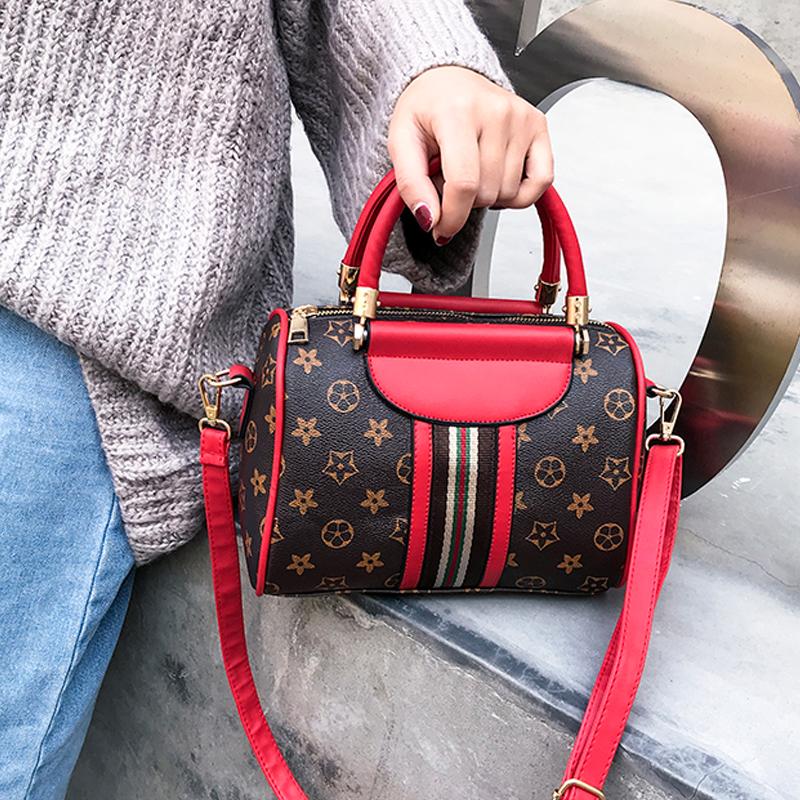 红色手提包 2018秋冬新款枕头包女包彩带单肩斜跨包韩版流行印花波士顿手提包_推荐淘宝好看的红色手提包