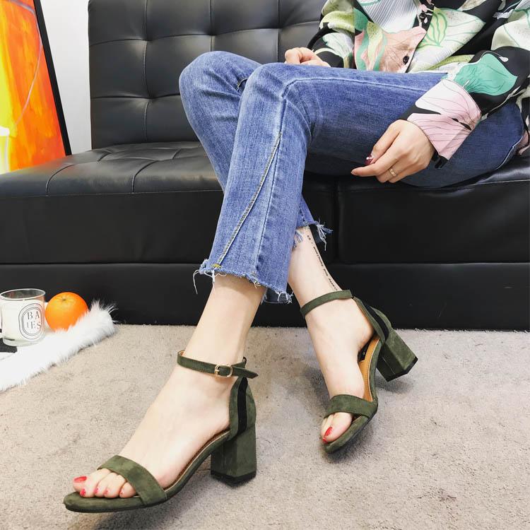 绿色罗马鞋 韩版2018夏季新品高跟粗跟凉鞋女拼色中跟一字扣墨绿色低跟罗马鞋_推荐淘宝好看的绿色罗马鞋