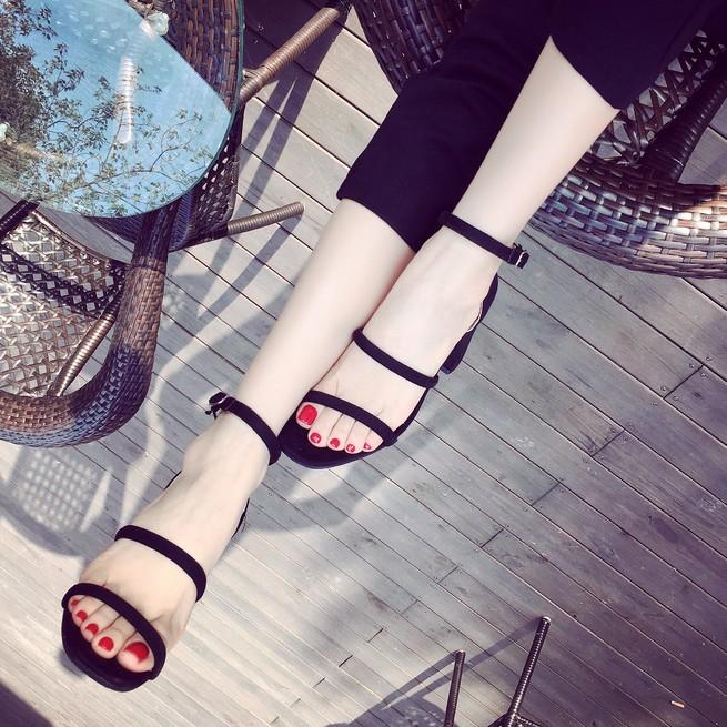 红色凉鞋 高跟凉鞋女夏2017新款韩版简约百搭细跟红色黑色一字带高跟凉鞋小_推荐淘宝好看的红色凉鞋