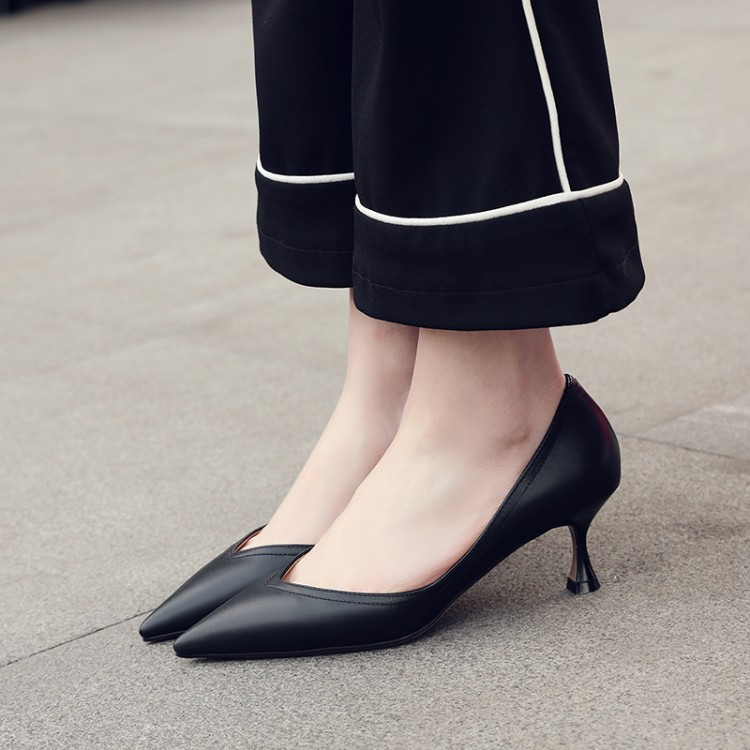 细高跟单鞋 v口中跟尖头单鞋气质优雅细跟真皮女鞋浅口高跟鞋米白色5cm小跟鞋_推荐淘宝好看的女细高跟单鞋