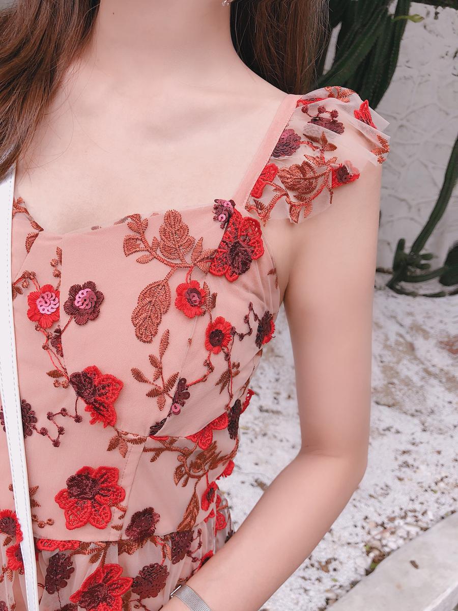 蕾丝连衣裙 weivstudio气质法式仙女裙chic红色超仙重工蕾丝吊带连衣裙女夏_推荐淘宝好看的蕾丝连衣裙