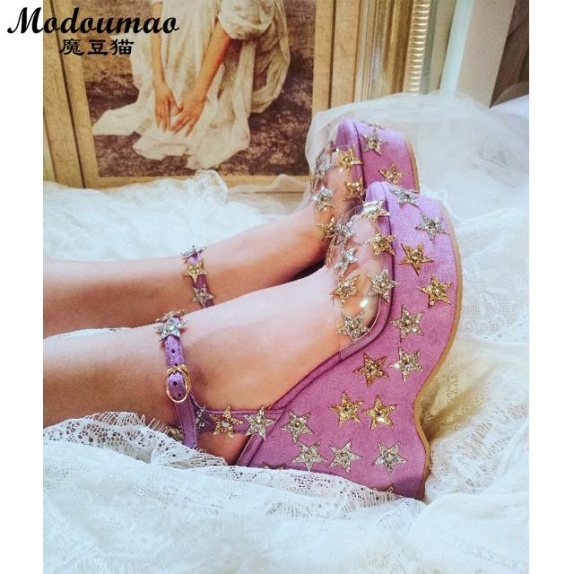 紫色鱼嘴鞋 魔豆猫日系裙装标配甜美显白紫色闪闪高跟鞋坡跟鱼嘴鞋楔型跟凉鞋_推荐淘宝好看的紫色鱼嘴鞋