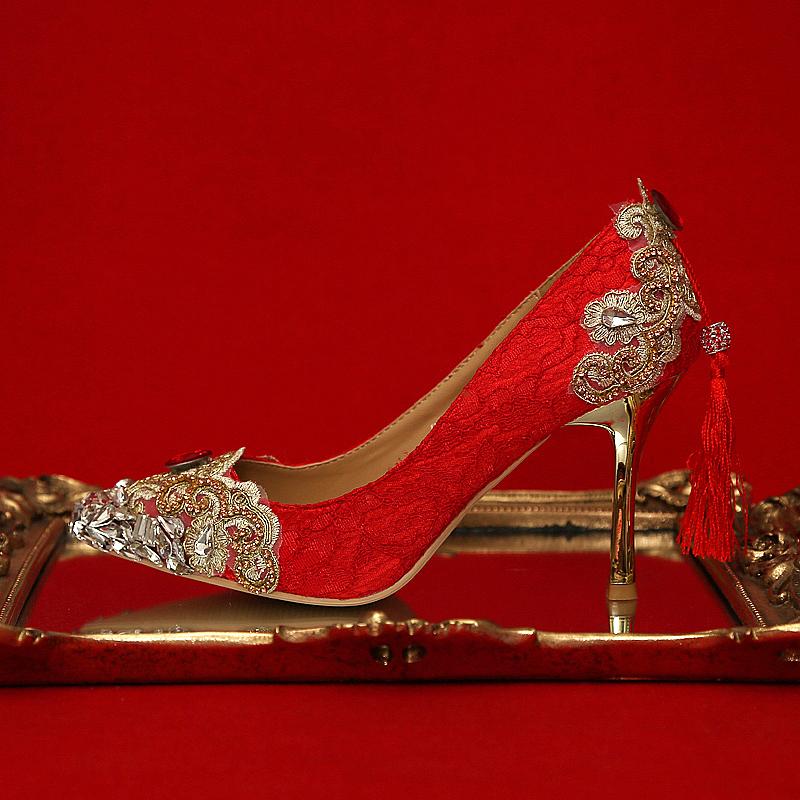 红色尖头鞋 红色高跟鞋细跟蕾丝尖头婚鞋金色水钻敬酒礼服女单鞋秀禾新娘鞋_推荐淘宝好看的红色尖头鞋