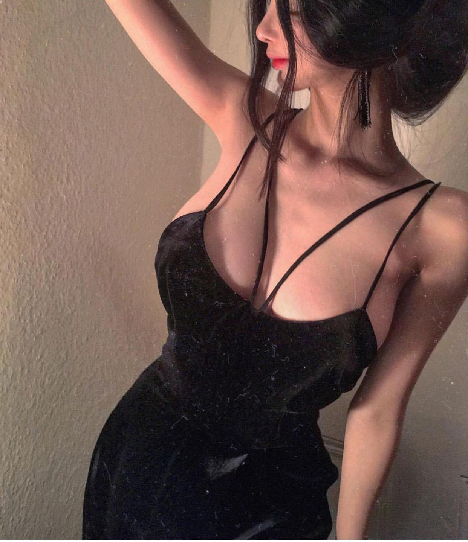 礼服 ZYIQY性感镂空低领双吊带中长裙V领修身显瘦黑色丝绒礼服连衣裙_推荐淘宝好看的礼服