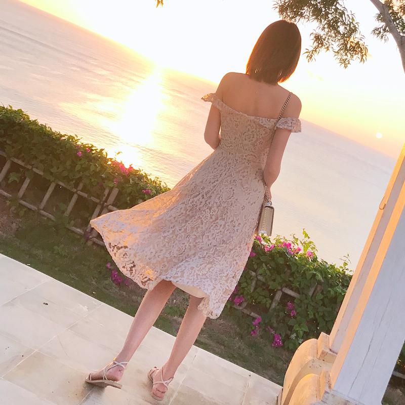 白色蕾丝连衣裙 2018春装新款一字领露肩勾花镂空蕾丝连衣裙女中长款a字裙仙女裙_推荐淘宝好看的白色蕾丝连衣裙