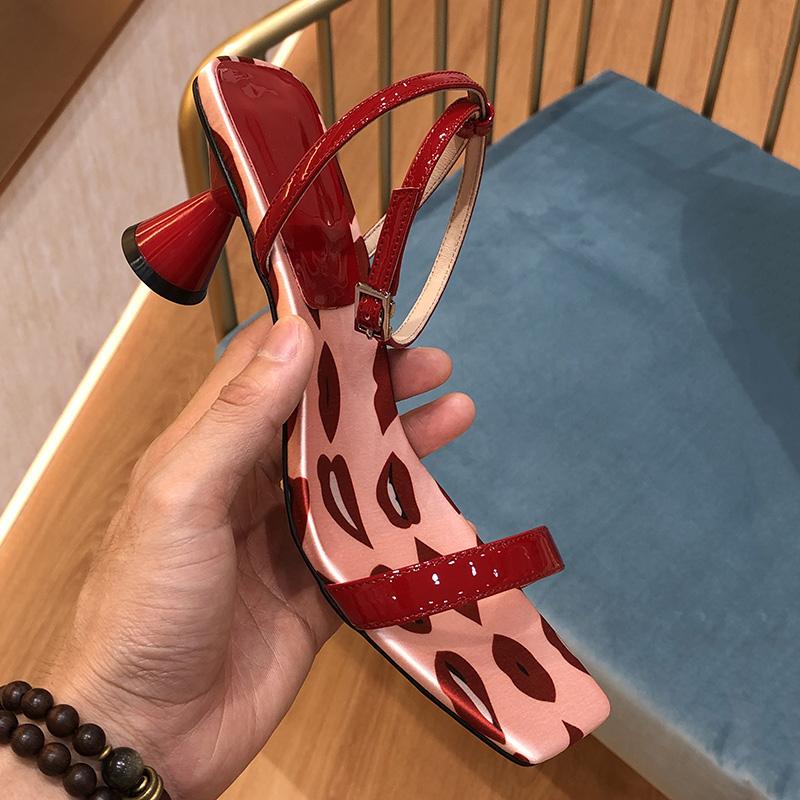 红色鱼嘴鞋 新款浅口方头单鞋异形跟黑红色高跟鞋女波点性感露趾一字带凉鞋女_推荐淘宝好看的红色鱼嘴鞋