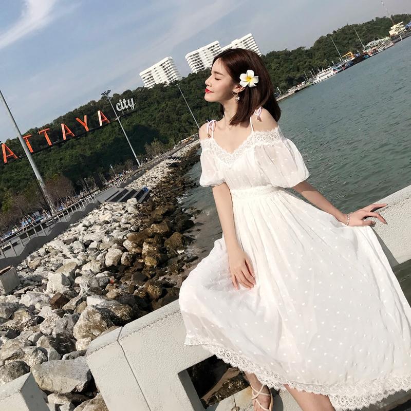 白色蕾丝连衣裙 白色波点蕾丝花边露肩一字领吊带连衣裙收腰显瘦海边度假仙女长裙_推荐淘宝好看的白色蕾丝连衣裙