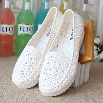凉鞋孕妇坡跟鞋 夏季包头塑料凉鞋女白色护士鞋小坡跟洞洞鞋柔软舒适孕妇鞋妈妈鞋_推荐淘宝好看的凉鞋孕妇坡跟鞋