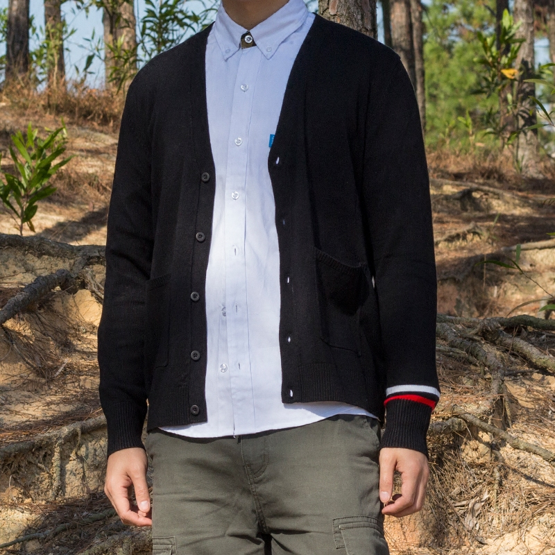 男士V领针织衫 LIBERTY KOSTUME 黑色针织衫毛衫毛线衣日系撞色V领开衫男_推荐淘宝好看的男V领针织衫