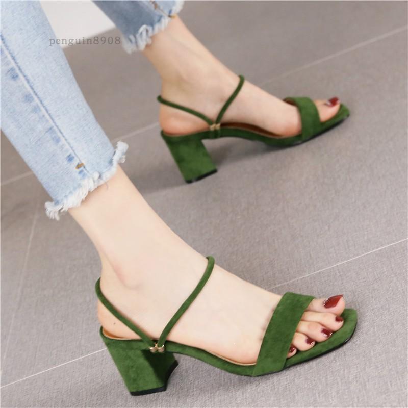 绿色凉鞋 韩版小清新百搭绿色绒面露趾凉鞋女夏新款时尚两穿搭扣粗跟高跟鞋_推荐淘宝好看的绿色凉鞋