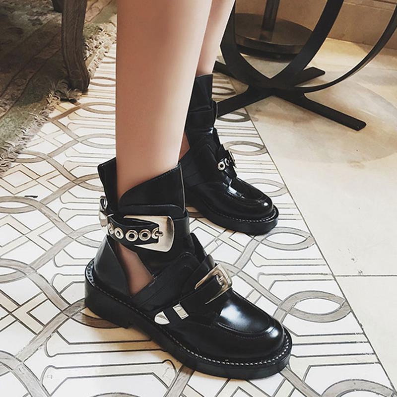 马丁短靴 sasa18春新款马丁靴女英伦粗跟时尚休闲复古机车圆头黑色镂空短靴_推荐淘宝好看的女马丁短靴