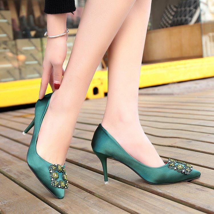 绿色高跟鞋 性感女神春款高跟鞋女2018新款细跟7cm方扣水钻绿色婚鞋尖头单鞋_推荐淘宝好看的绿色高跟鞋
