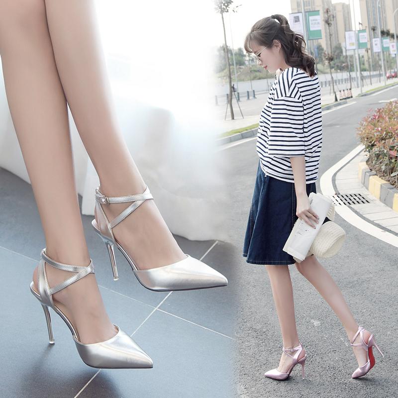 中国高跟鞋 2018春夏季新款包头浅口单跟鞋银色高跟鞋一字扣带时尚百搭女凉鞋_推荐淘宝好看的女高跟鞋