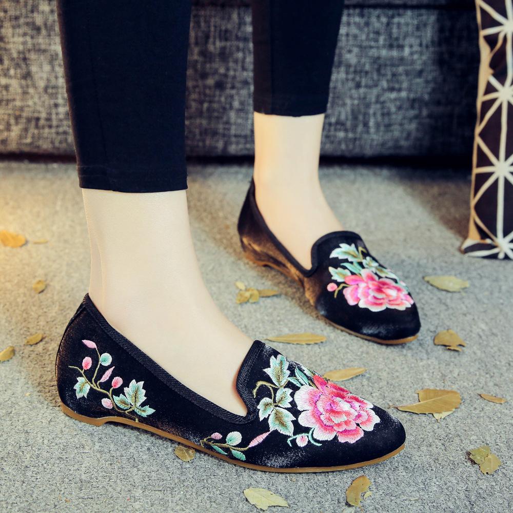 低跟坡跟鞋 北京老布鞋女单鞋夏季新款尖头低跟绣花鞋百搭套脚民族风坡跟女鞋_推荐淘宝好看的低跟坡跟鞋