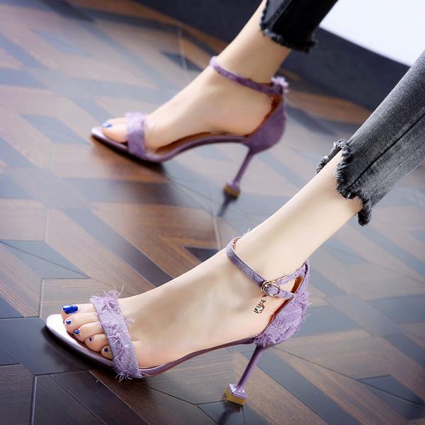 紫色凉鞋 韩版一字搭扣时尚紫色露趾网红凉鞋女2019夏季新款毛毛细跟高跟鞋_推荐淘宝好看的紫色凉鞋