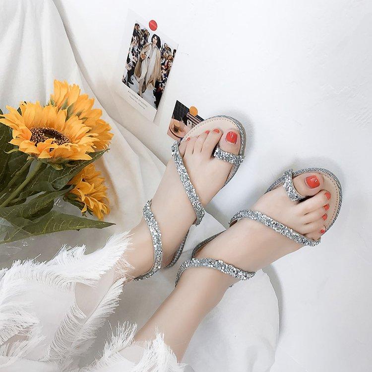 新款水钻凉鞋 凉鞋2018新款女韩版百搭水钻夹脚蛇形缠绕休闲女鞋子凉拖女夏外穿_推荐淘宝好看的女新款水钻凉鞋