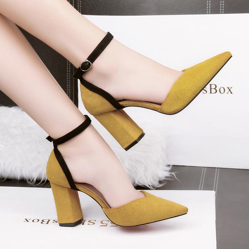 黄色凉鞋 新款一字扣带尖头高跟鞋粗跟凉鞋女春夏包头黄色绒面磨砂侧空单鞋_推荐淘宝好看的黄色凉鞋