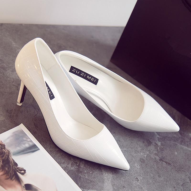 白色高跟鞋 白色高跟鞋女2018新款秋漆皮百搭细跟浅口尖头伴娘婚鞋ol工作单鞋_推荐淘宝好看的白色高跟鞋